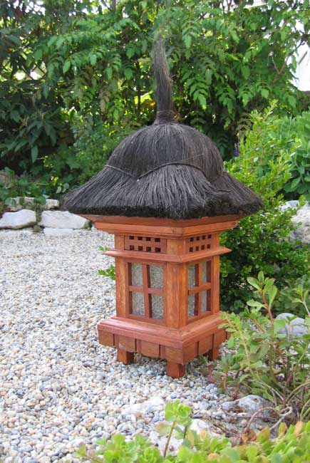 exotische gartenlampe laterne asiatische pagode holz. Black Bedroom Furniture Sets. Home Design Ideas
